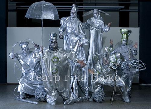Mr. Pejo's Wandering Dolls: Kuusta pudonneet. Venäjä